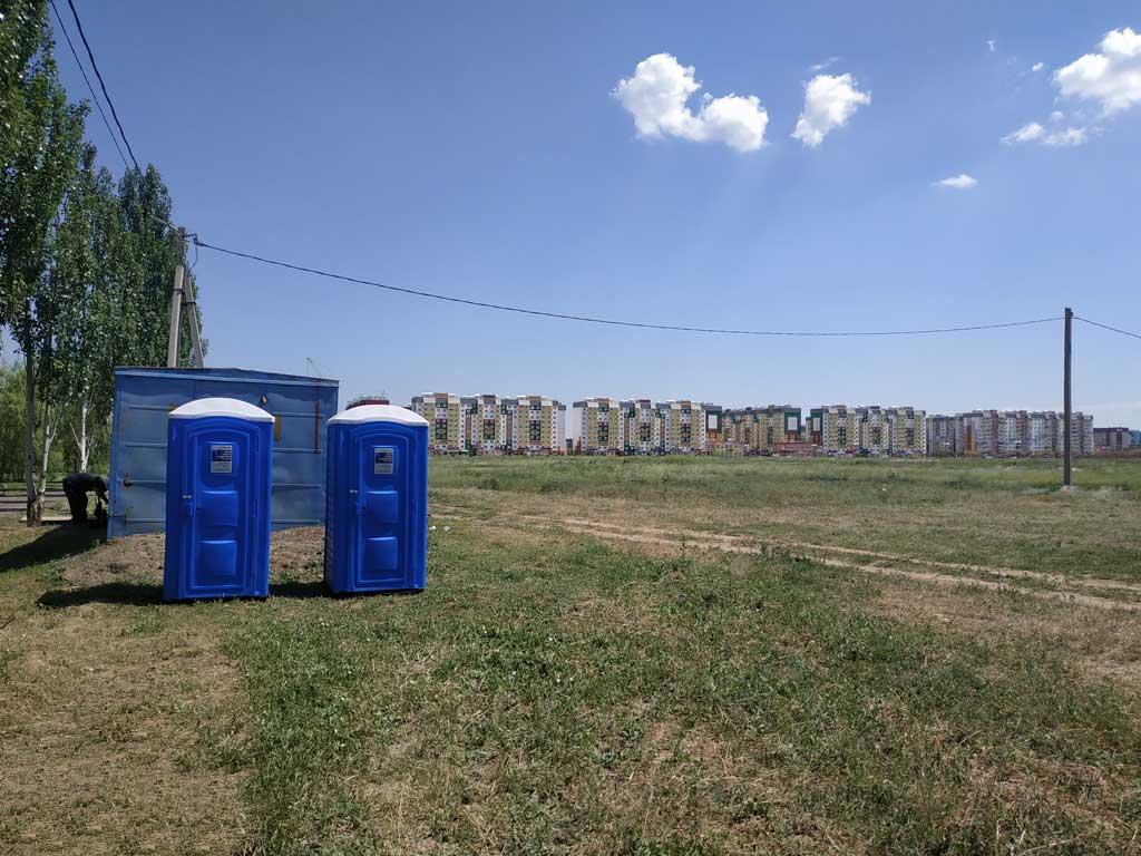 Туалетные кабины перед проведением мероприятия